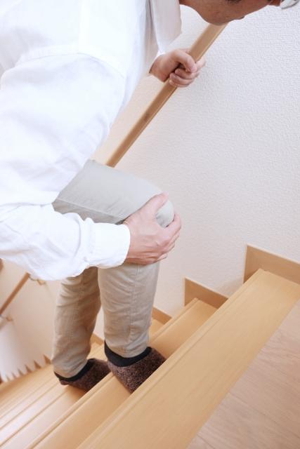 階段,膝の痛み,原因