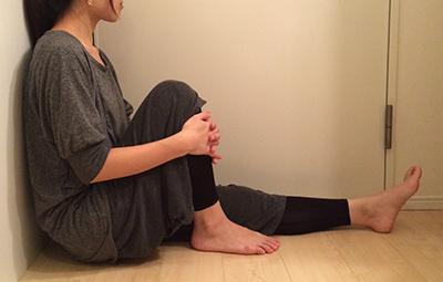 膝,曲げるとつっぱる,原因